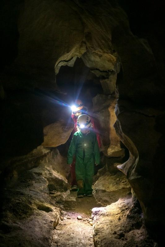 Spéléologie à la Grotte Saint-Marcel