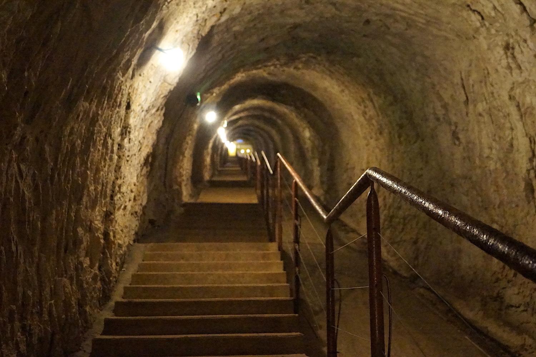 Geschichte Zugangstunnel Grotte Saint Marcel