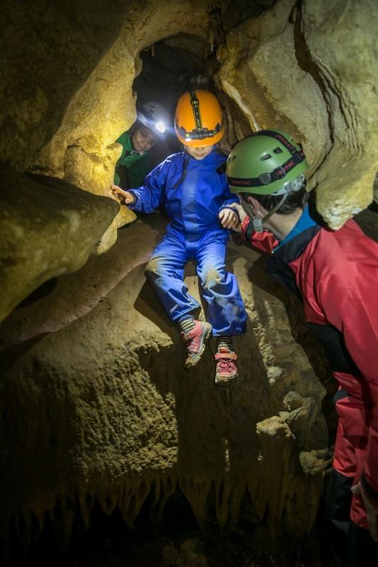 aventure-en-famille-speleologie-enfants-activites-grotte-saint-marcel-145