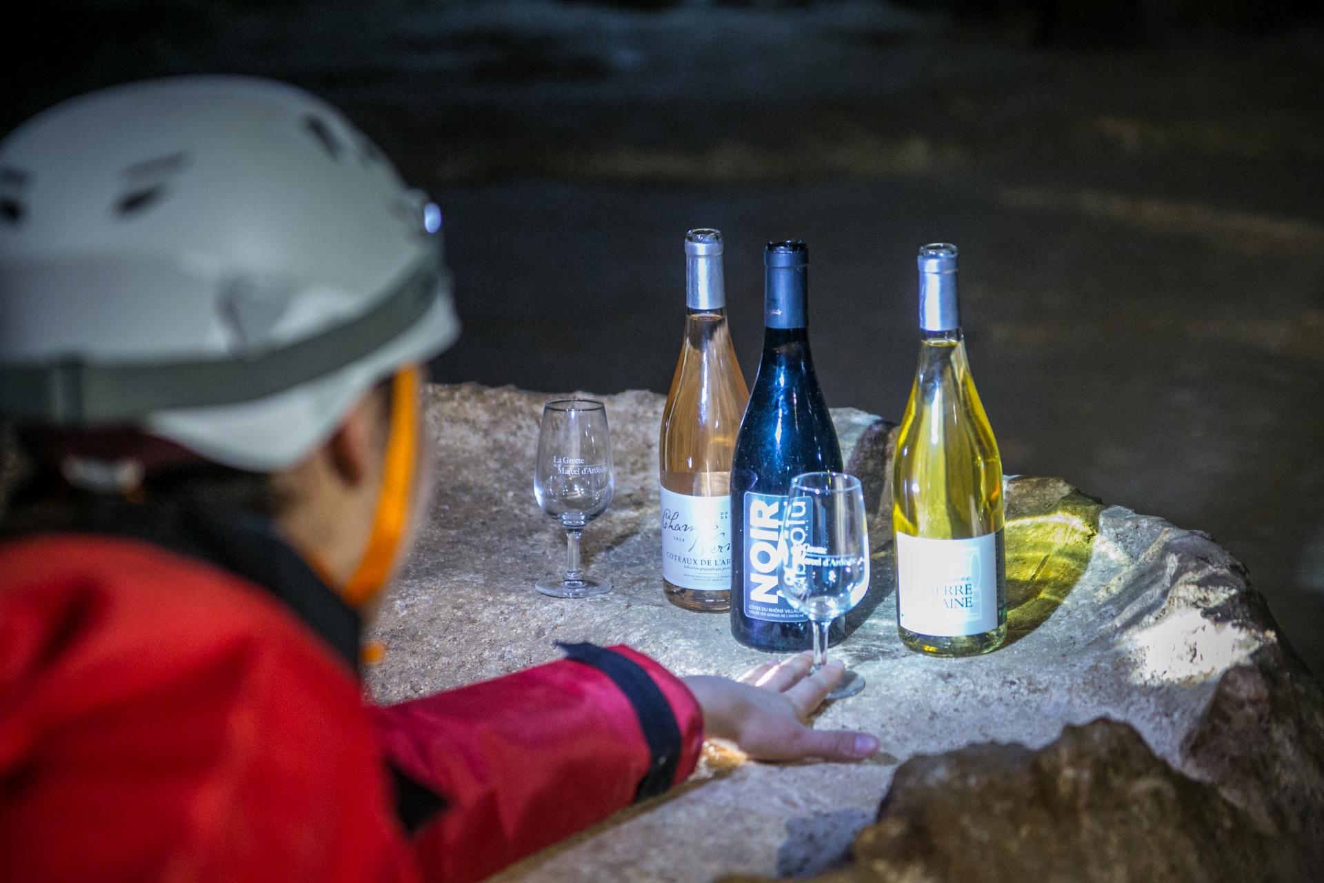 önolgie saint marcel Höhle Reifung Wein Probe cotes du rhone - © Diana Siemiradzka